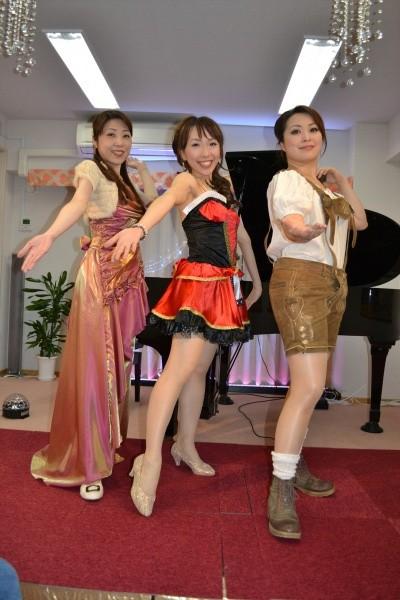 お姉さま三人による華麗なコンサートの写真